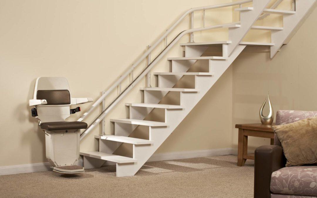 Escalier étroit ? Optez pour un monte escalier tournant. Quel prix payer ?